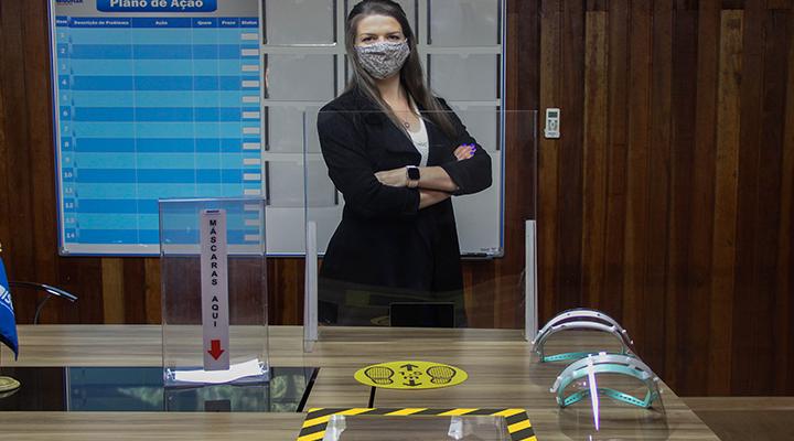 Barreiras de proteção são cada vez mais comuns no comércio, agindo como escudo contra o coronavírus