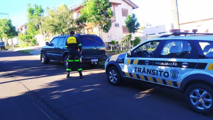Agentes de trânsito recuperam veículo roubado em Chapecó