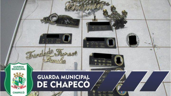 Homem é detido após furtar objetos de cemitério em Chapecó