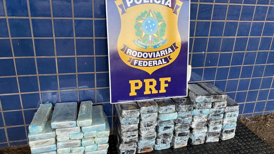 PRF localiza mais de 1,3 milhão de reais em crack e cocaína em fundo falso na BR 163 em Sâo Miguel do Oeste
