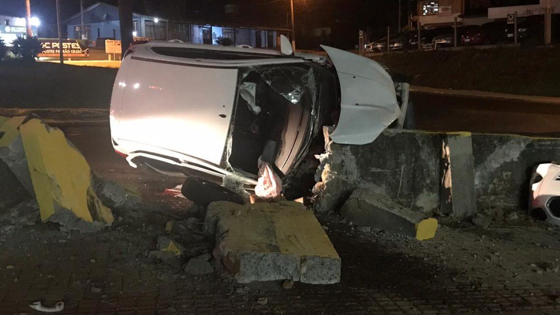 Agentes Penitenciários sofrem grave acidente em Chapecó