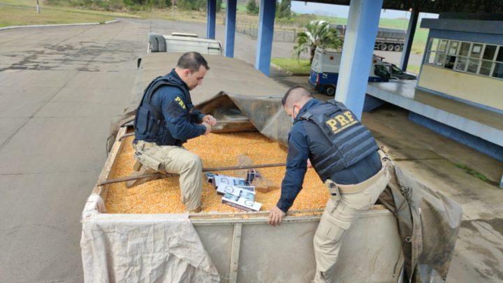 PRF apreende bitrem com 500 mil maços de cigarros contrabandeados do Paraguai escondidos em carga de milho em Água Doce na BR-153
