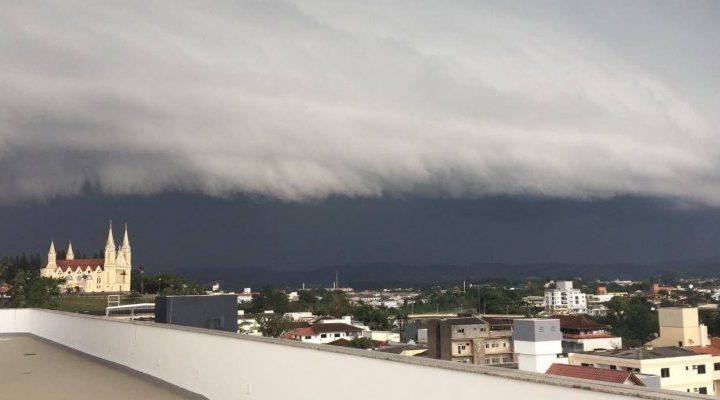 Ciclone causará ventanias de até 110 Km/h e ondas de até 5m no Sul do Brasil