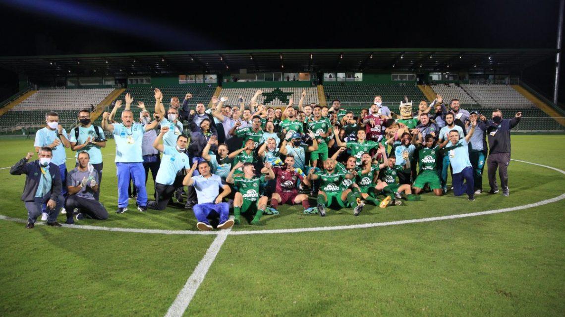 Chapecoense faz história e confirma retorno à Série A do Campeonato Brasileiro