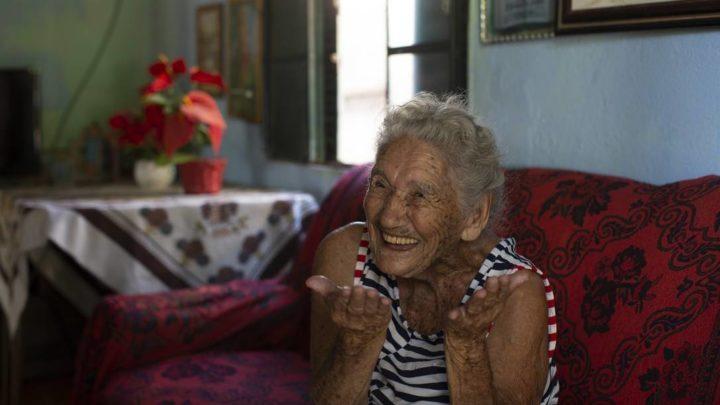 Idosa de 108 anos abre mão de vacina:'Deixo para quem pode viver mais'