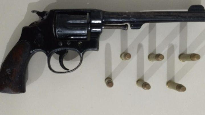 Adolescente é detido com arma de fogo em Chapecó