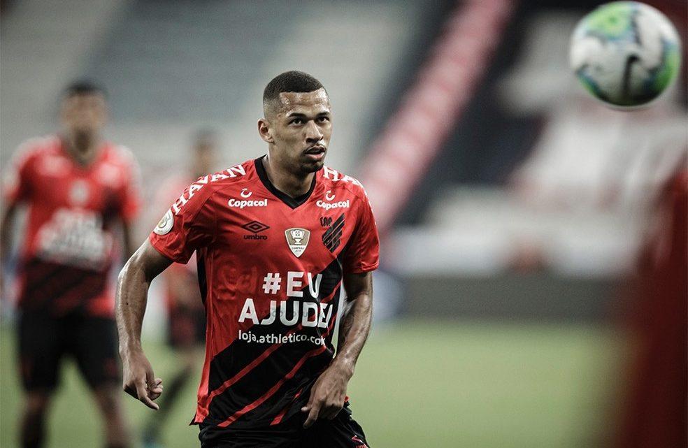 Athletico encaminha empréstimo do atacante Fabinho para a Chapecoense