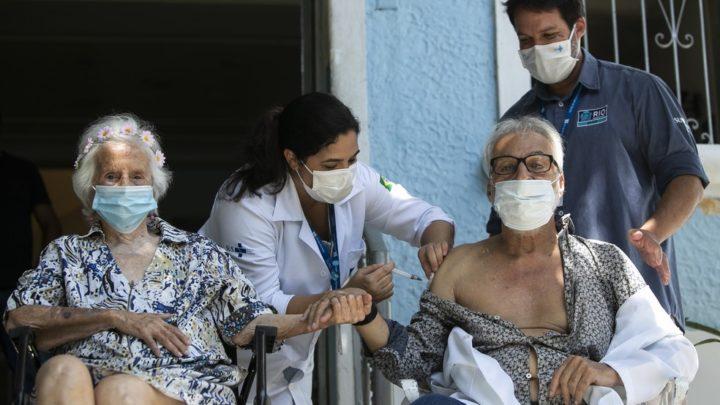 Brasil sobe para 8º em ranking de vacinação contra a Covid-19