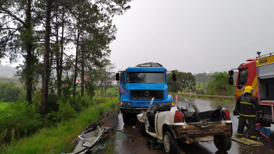 Grave acidente na BR-282 deixa duas vítimas fatais em Pinhalzinho