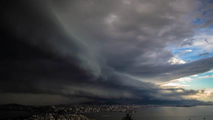 Ciclone extratropical pode chegar em SC com ventos de até 100 km/h