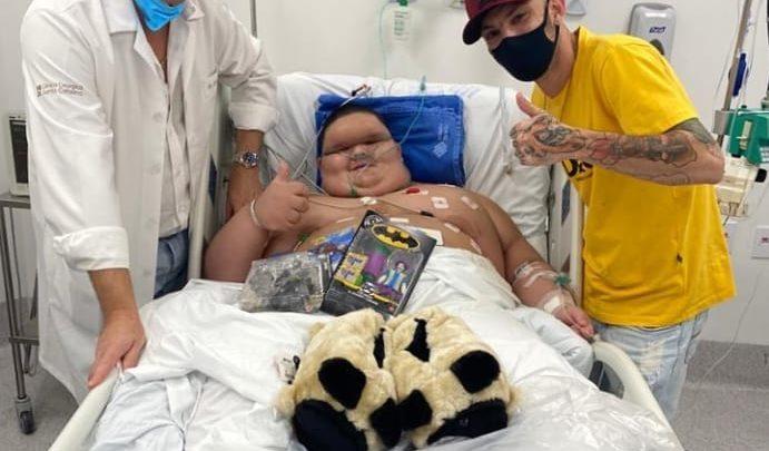 Menino de Chapecó perde 15 kg de quase 200 kg após cirurgia e continua luta contra doença rara