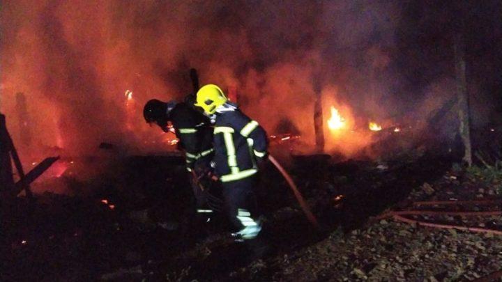 Chiqueirão é totalmente destruído pelo fogo em Quilombo