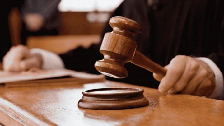 Mulher é presa por falsificar assinatura de juíza para tentar soltar pessoas presas em SC