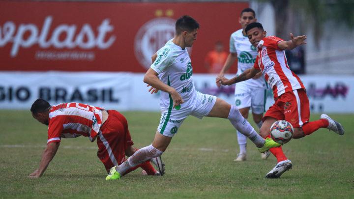 Chapecoense enfrenta Hercílio Luz por vaga na semi final do Catarinense