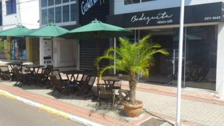 Decreto proíbe mesas e cadeiras nas calçadas em Chapecó