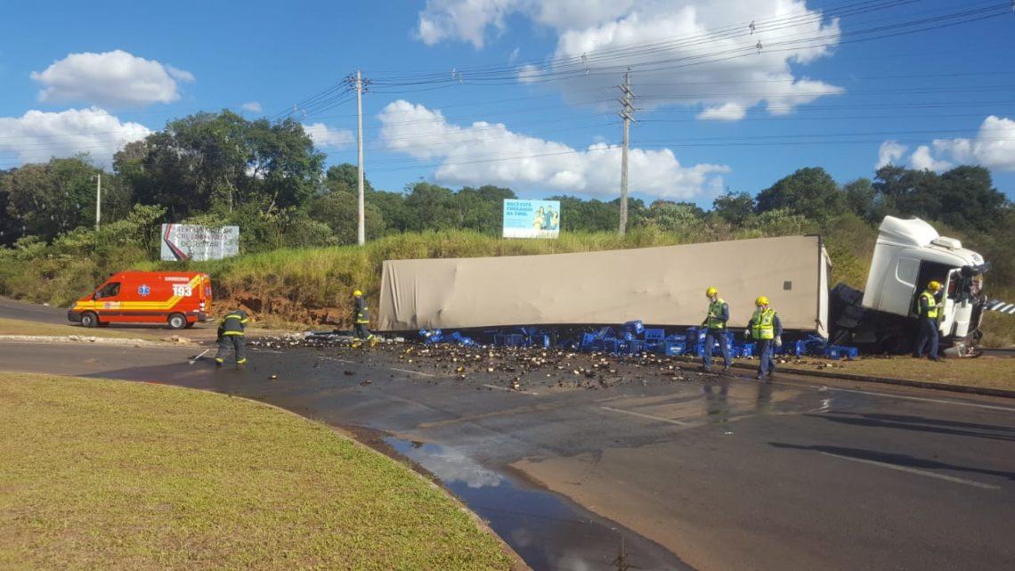 Policia militar evita que carga de cerveja seja saqueada em Pinhalzinho