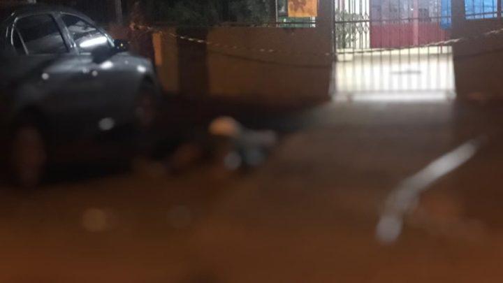 Homem de 26 anos é morto a tiros na frente de escola em Chapecó