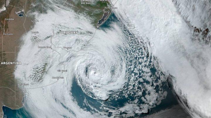 Ciclone na costa brasileira chama atenção do mundo e causa polêmica