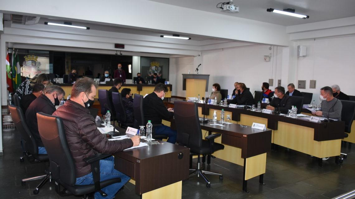Câmara de Chapecó aprova projeto de lei que obriga limpeza de imóveis baldios