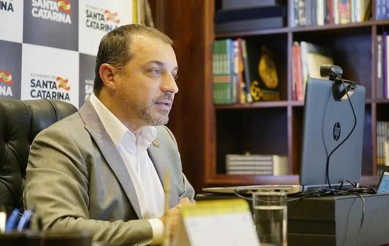 Governador de SC está isolado por suspeita de reinfecção por Covid-19