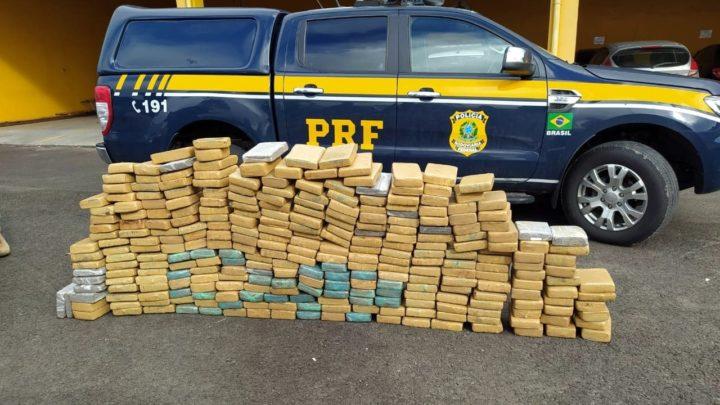 Vídeo: PRF apreende mais de 300 kg de maconha em automóvel na BR 282 em Lages