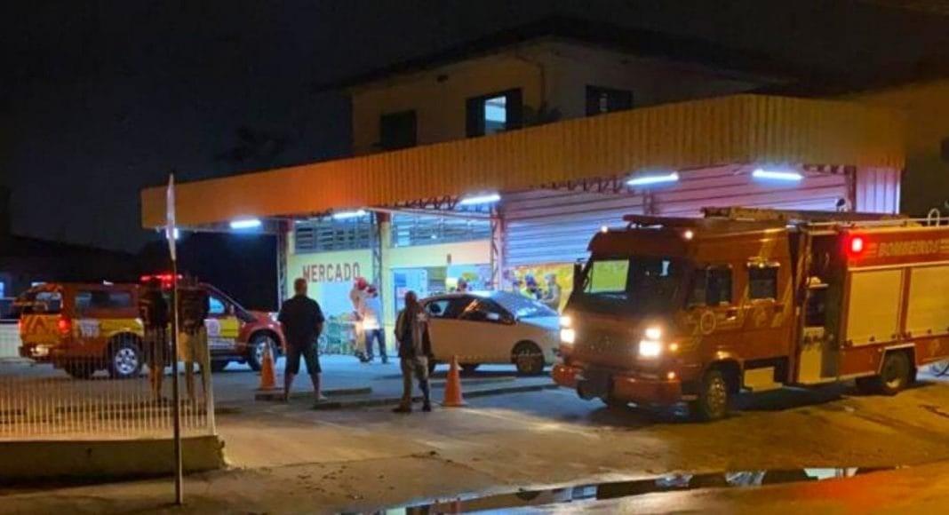 Homem morre dentro do carro no estacionamento em supermercado em SC