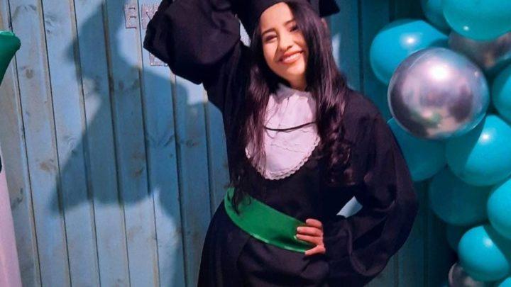 Jovem indígena aprovada em 1º lugar em processo seletivo retorna à aldeia para atuar como enfermeira em SC