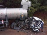 Motorista sofre múltiplas fraturas após colisão entre carro de Chapecó e carreta
