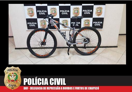 Polícia Civil recupera bicicletas furtadas avaliadas em R$ 3.000 cada uma e conduz suspeito para delegacia