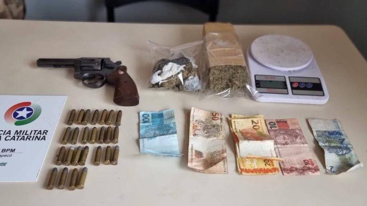 Mulher é detida por tráfico de drogas e porte irregular de arma de fogo no Seminário