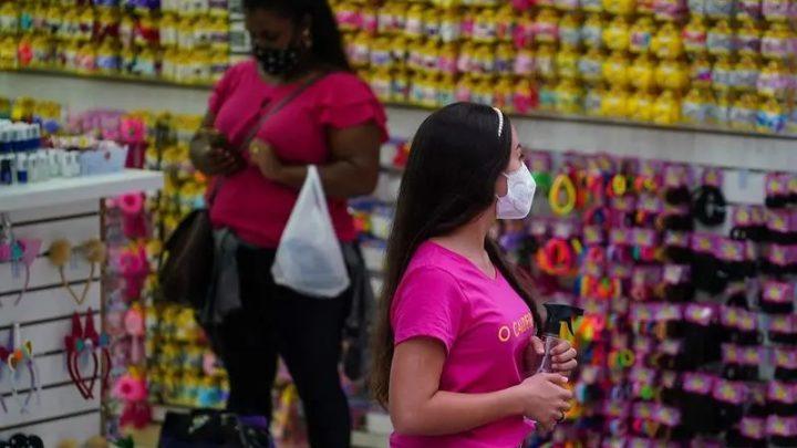 """""""Não vamos deixar de usar máscaras neste ano"""", diz secretário de Saúde de SC"""