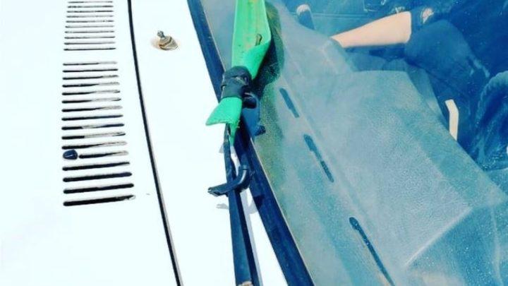 Motorista usa rodo como limpador de para-brisa em SC