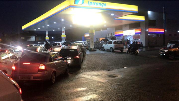 Devido a paralisações do trânsito em rodovias, postos ficam sem combustível em Santa Catarina