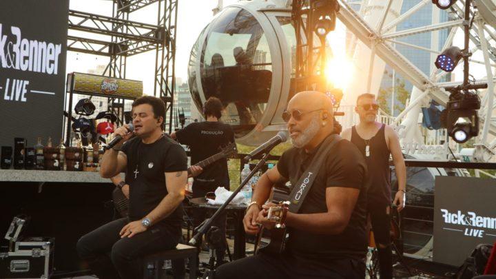 Rick e Renner fazem live na FG Big Wheel roda gigante de Balneário Camboriú