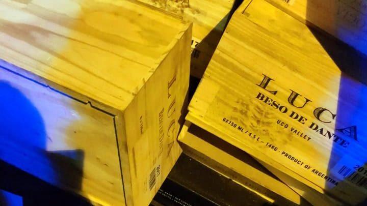 PRF apreende vinho argentino importado irregularmente na BR 282 em Maravilha