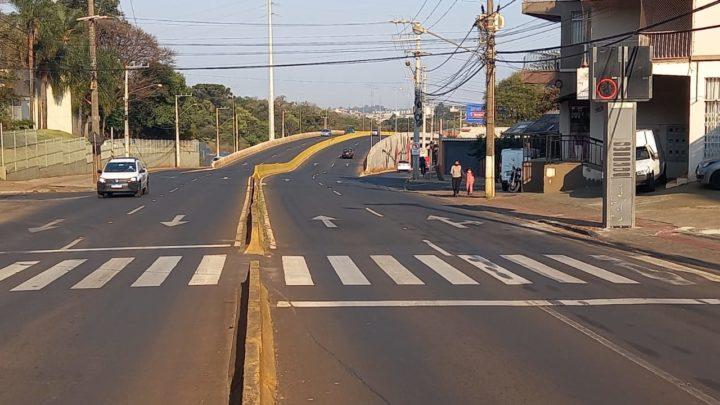 Novas lombadas eletrônicas estão funcionando na São Pedro e Fernando Machado em Chapecó