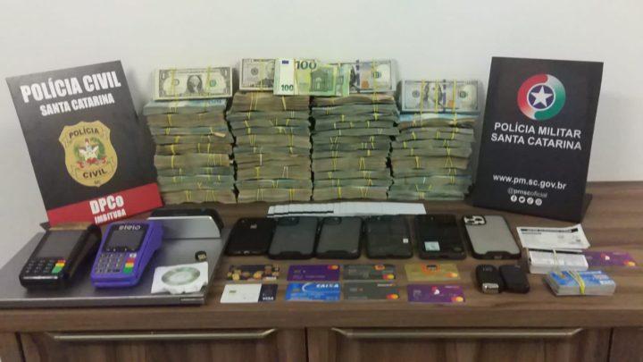 Ação conjunta captura foragido de São Paulo e apreende grande quantia de dinheiro em SC