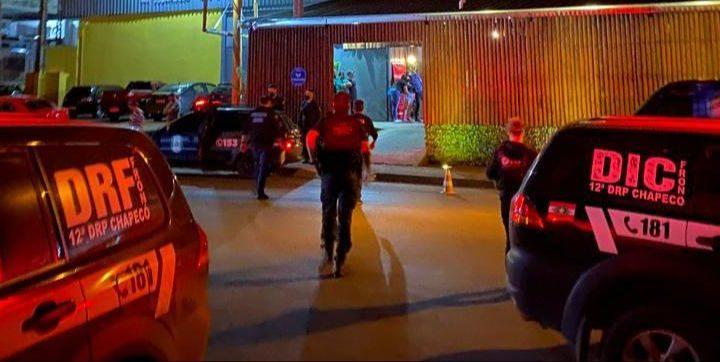 Polícia Civil e Guarda Municipal realizam fiscalização em bares de Chapecó