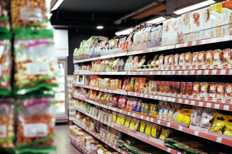 STJ manda soltar mulher que furtou Coca-Cola, Miojo e suco em pó de supermercado