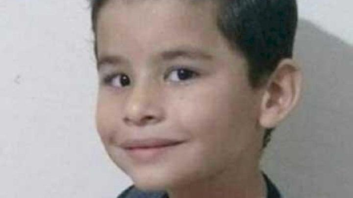 Menino morre enforcado enquanto brincava em balanço
