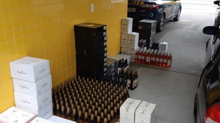 Vídeo: PRF apreende mais de 400 garrafas de vinho argentino na BR 280 em Rio Negrinho